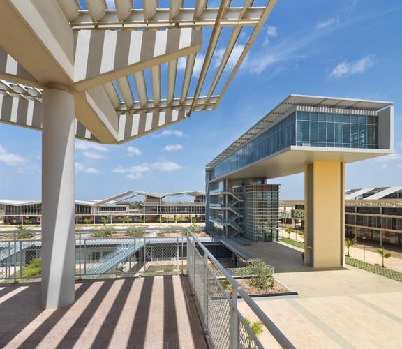 Universidade Agostinho Neto. Photo by https://earthbound.report/2020/05/01/building-of-the-week-universidade-agostinho-neto/